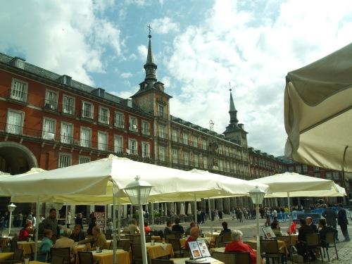 Vista general de la Plaza Mayor, con las terrazas en primer término / Adrián Cordero